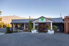 1_HolidayInnQueenstown-Best Hotel in Queenstown
