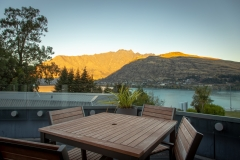 1_HolidayInnQueenstown-Restaurant-Lake view